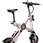 E-Scooter Weiß, geöffnet schräg von hinten